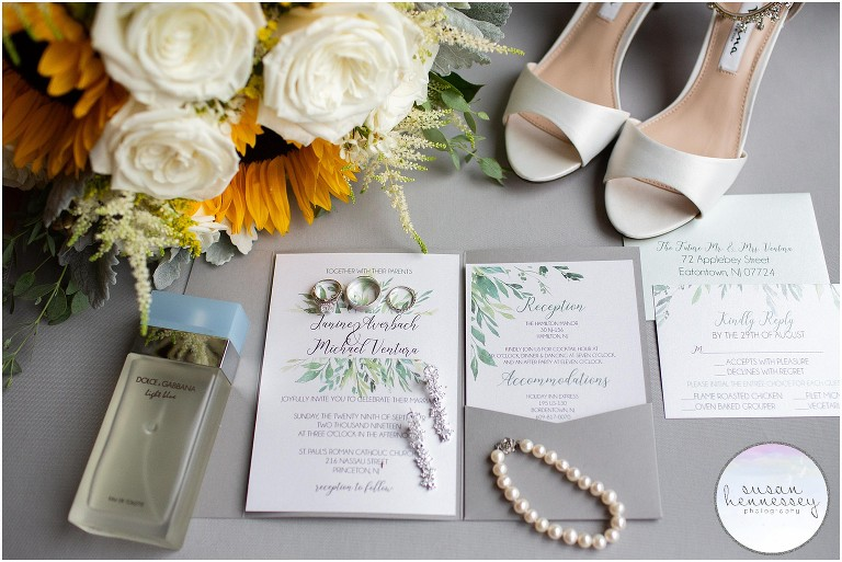 Wedding with a gray color palette